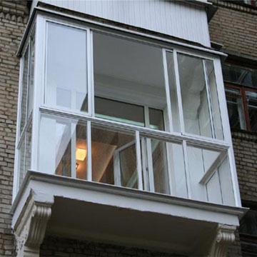 Скління панорамного балкона у Києві.